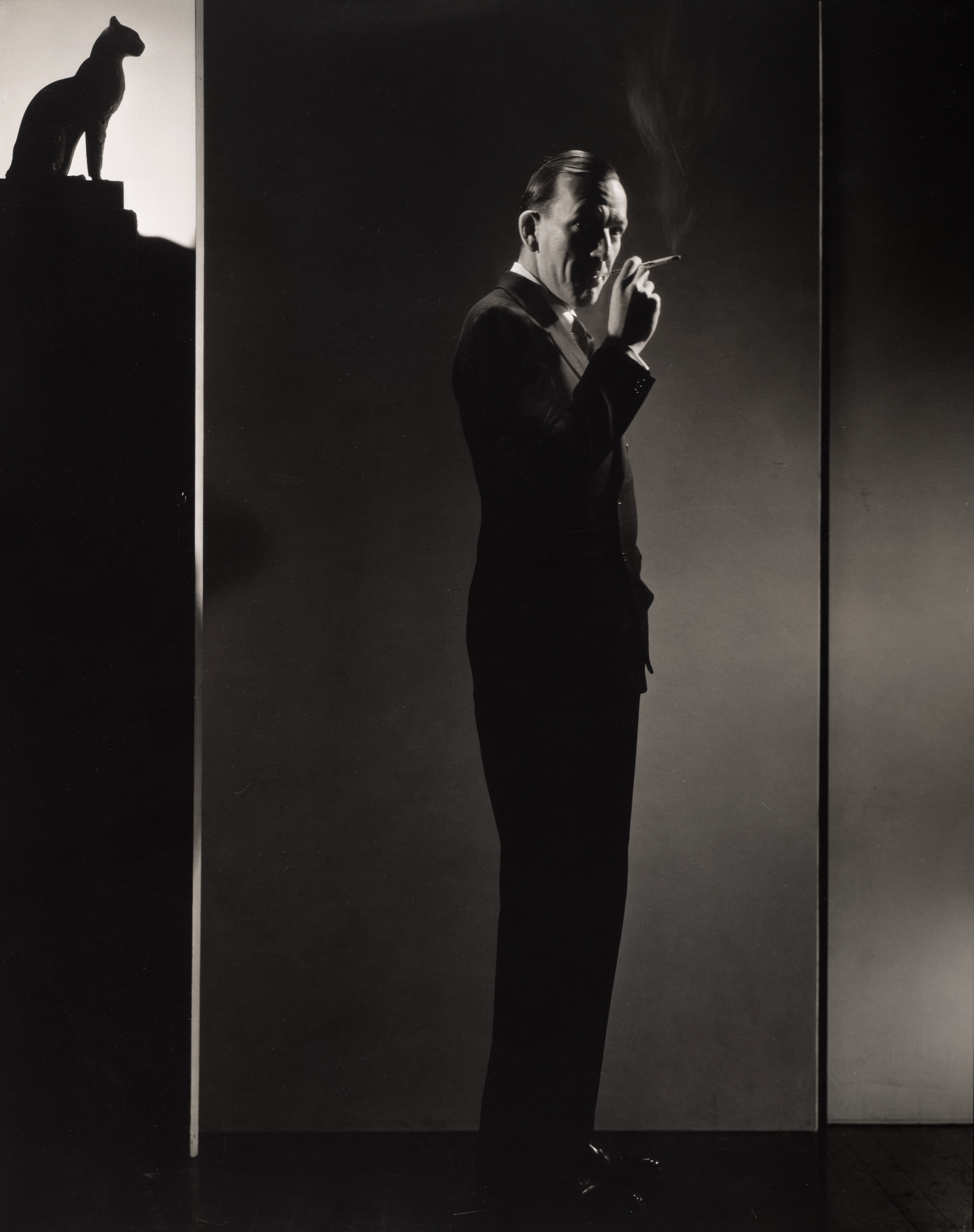 Edward Steichen. Noel Coward, 1932. The Art Institute of Chicago, bequest of Edward Steichen by direction of Joanna T. Steichen and George Eastman House. © 2014 The Estate of Edward Steichen/Artists Rights Society (ARS), New York.