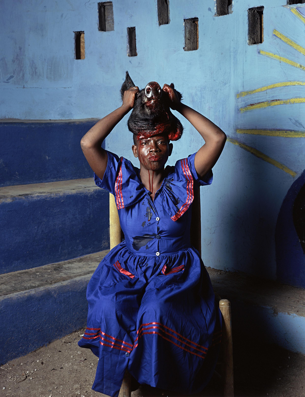 Deana Lawson. As Above So Below, Port-au-Prince, Haiti, 2013. © Deana Lawson. Courtesy of Rhona Hoffman Gallery, Chicago.