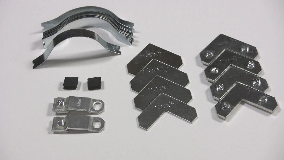 Nielsen Polybag of Metal Picture Frame hardware